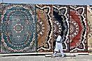 Teppichhändler auf dem Markt in Niswa